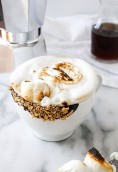 Enjoy this toasted marshmallow latte that is sure to satisfy your sweet tooth. Yummy Drinks, Yummy Food, Latte Macchiato, Think Food, Latte Recipe, Toasted Marshmallow, Coffee Recipes, Sweet Tooth, Sweet Treats