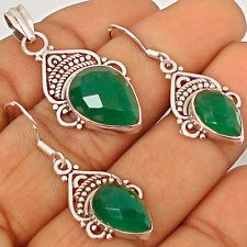 An appealing jewelry set with green chalcedony is now available at our eBay store..!!  #silverjewelry  #pendant  #earrings  #jewelexi  #jewelryset  #jewelry