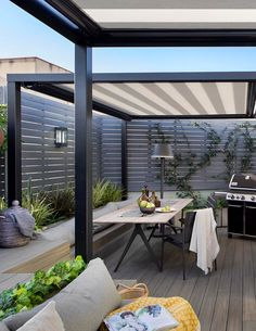 This modern outdoor terrace has a dining area with bench seating that matches the nearby lounge, while the grey wood slat fence adds to the modern feeling of the space. Outdoor Pergola, Outdoor Areas, Outdoor Rooms, Backyard Patio, Outdoor Dining, Outdoor Decor, Dining Area, Small Outdoor Spaces, Outdoor Seating