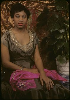 Gifted soprano singer Leontyne Price looking elegantly lovely in this wonderful colour portrait. #vintage #singer #musician #soprano #opera