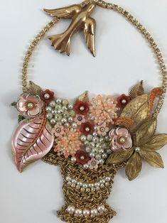 Costume Jewelry Crafts, Vintage Jewelry Crafts, Vintage Costume Jewelry, Vintage Costumes, Handmade Jewelry, Recycled Jewelry, Antique Jewelry, Jewelry Christmas Tree, Christmas Rock