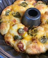 Keto Diet Recipes that are top notch! This Keto Pull Apart Pizza Bread recipe will be a perfect food for football parties! It's easy to make, inexpensive and fits the keto diet rules! Ketogenic Recipes, Low Carb Recipes, Diet Recipes, Cooking Recipes, Healthy Recipes, Ketogenic Diet, Recipies, Cooking Ribs, Gourmet Cooking