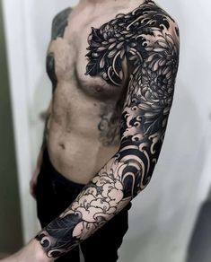 irezumi tattoo on arm Wolf Tattoos, Hand Tattoos, Neue Tattoos, Tattoo Ink, Dragon Tattoos, Tattoos Pics, Portrait Tattoos, Lotus Tattoo, Tattoo Images