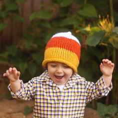 Candy Corn Hat Knitting Pattern- This rolled brim hat is really easy to knit and the candy corn colors are perfect for Fall. Baby Hats Knitting, Knitting For Kids, Baby Knitting Patterns, Knitted Hats, Crochet Hats, Halloween Knitting, Knit Headband Pattern, Pumpkin Hat, Garter Stitch