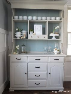 re-do the cabinet/Hutch andrea was storing in my old room Makeover Madness: The Hutch Special - Migonis Home Hutch Furniture, Furniture Makeover, Diy Furniture, Furniture Refinishing, Painted Furniture, China Cabinet Makeovers, China Hutch Makeover, Hutch Redo, Refurbished Hutch