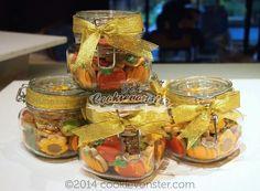 Cookievonster:  Fall/Autumn minis in a jar.  Cute idea!