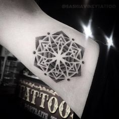 Mandala tattoo designs fall into the category of spiritual tattoos as they have deeper spiritual meaning, which make them very different from the rest - Part 2 Floral Tattoo Design, Mandala Tattoo Design, Sleeve Tattoos For Women, Tattoos For Women Small, Mandala Tattoo Meaning, Paar Tattoos, Geometric Mandala, Geometric Designs, Tattoo Feminina