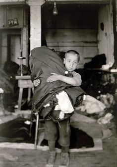 Lewis Hine - Boy carrying homework from sweat shop, 1912.
