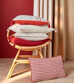 Ambiance Pampa pour notre tendance Terracota, Belle association de beiges et de rouges avec des coussins à pompons !