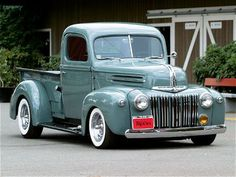 Project: 1946 Ford Pick up (Still in Progress) This car still To be rodded. We can make your dream come true. Contact us for more info: 044 697 7583 Photo: (Just restoration idea) Vintage Pickup Trucks, Classic Pickup Trucks, Old Ford Trucks, Antique Trucks, Antique Cars, Diesel Trucks, 4x4 Trucks, Vintage Cars, Lifted Trucks