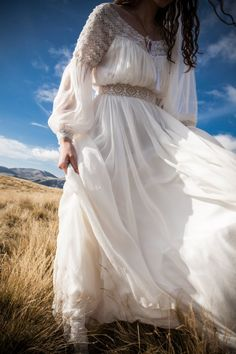 costume, ii si camasi stilizate stylized suits, shirts and shirts with love for the ancestral port Colored Wedding Dresses, Bridal Dresses, Prom Dresses, Vintage Dresses, Nice Dresses, Casual Dresses, Romanian Wedding, The Bride, Traditional Wedding Dresses