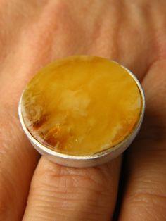 Amber Ring, YELLOW; ORANGE,matte sterling Silver rail,genuine amber,anillo ámbar,rav ring,anel, ambre,bärnsten,bernsteinring, 琥珀戒指, Handmade von JewellerWithSoul auf Etsy