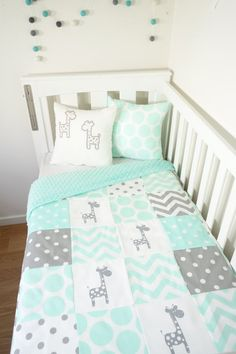 Patchwork quilt nursery set - Mint and grey giraffes (Mint minky quilt backing)