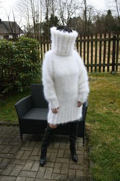 The Mohair and Angora fetish World White Sweaters, Wool Sweaters, Extreme Knitting, Down Suit, Mini Robes, Fluffy Sweater, Puffy Jacket, Sweater Outfits, Winter Hats