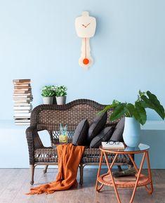 Combo Design is officieel dealer van Kloq collectie ✓Kloq wand klokken makkelijk te bestellen ✓ Verschillende varianten verkrijgbaar ✓ 1-3 werkdagen levertijd ✓ Outdoor Furniture Sets, Outdoor Decor, Wicker, Neon, Orange, Interior Design, Chair, Design Ideas, Home Decor
