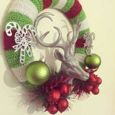 Crochet and Christmas decoration wreath (close up)