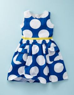 I love the boldness of this print on little girls.. and on big girls.. like me..