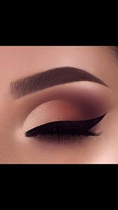 Pin by Emily Hebert on beauty in 2019 Prom Eye Makeup, Eye Makeup Steps, Eye Makeup Art, Natural Eye Makeup, Smokey Eye Makeup, Skin Makeup, Eyeshadow Makeup, Makeup Eye Looks, Fairy Makeup