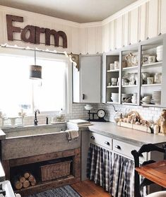"""1,741 Likes, 17 Comments - CountryHomeMagazine (@countryhomemagazine) on Instagram: """"We love a kitchen with a gathered-over-time feel ... @savvycityfarmer's space is picture-perfect!…"""""""