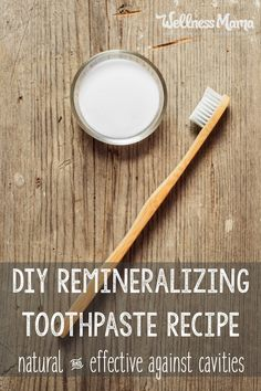 This homemade remineralizing toothpaste uses all natural and safe ingredients to naturally clean teeth and provide necessary minerals to the mouth. Toothpaste Recipe, Homemade Toothpaste, All Natural Toothpaste, Homemade Skin Care, Homemade Beauty Products, Natural Products, Natural Soaps, Pasta Dental Casera, Tooth Powder