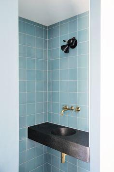 The Luxury Bathroom Interior Design You Need to Tune In! Budget Bathroom, Bathroom Wall Decor, Bathroom Interior Design, Bathroom Flooring, Bathroom Faucets, Bathroom Furniture, Restroom Design, Arch Interior, Chic Bathrooms