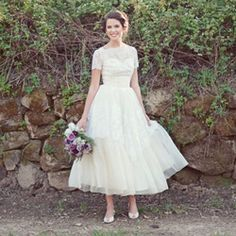 Get inspired with vintage wedding dresses + pretty florals for your wedding day look!