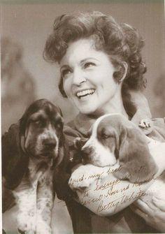 Betty White and basset hound puppies.I wanna go to Basset Hound Ranch! Hound Puppies, Basset Hound Puppy, Beagle Puppy, Dogs And Puppies, Doggies, Basset Puppies, Bassett Hound, Betty White, Vintage Dog