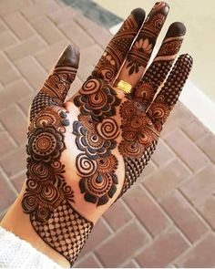 Arabic mehndi designs are the most versatile of them all and can be worn for any occasion and outfit. Here, we bring you most loved Arabic mehendi designs for you! Rajasthani Mehndi Designs, Indian Henna Designs, Latest Bridal Mehndi Designs, Stylish Mehndi Designs, Mehndi Designs For Beginners, Unique Mehndi Designs, Dulhan Mehndi Designs, Beautiful Mehndi Design, Latest Arabic Mehndi Designs