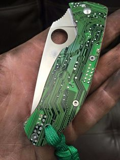 Motherboard scales on a Spyderco