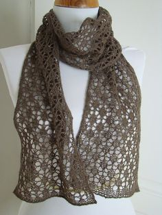 Ravelry: Petites noix knitting pattern by Lady Colori - free pattern Tunisian Crochet Patterns, Crochet Wrap Pattern, Knitting Patterns, Crochet Scarves, Crochet Shawl, Crochet Yarn, Crochet Granny, Free Crochet, Bikinis Crochet