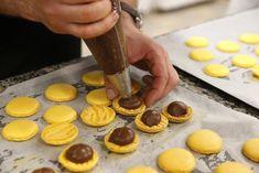 no - Finn noe godt å spise. Cupcake, Cooking Recipes, Pudding, Cookies, Baking, Desserts, Food, Eyes, Photography