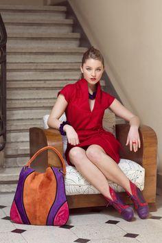 Vestido cuello hoja en lana ,color rojo .