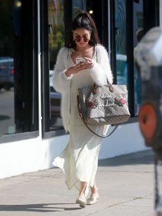 Vanessa Hudgens - Shopping in Studio City - Estilo Vanessa Hudgens, Vanessa Hudgens Style, 70s Fashion, Colorful Fashion, Star Fashion, Girl Fashion, Fashion Trends, Fashion Styles, Spring Fashion
