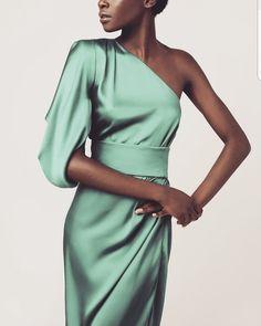 abiti cerimonia Abito monospalla bridal sets & bridesmaid jewelry sets - a complete bridal look Let' Paris Chic, Elegant Dresses, Beautiful Dresses, Formal Dresses, Modelos Fashion, Party Mode, Look Fashion, Fashion Tips, Fall Fashion