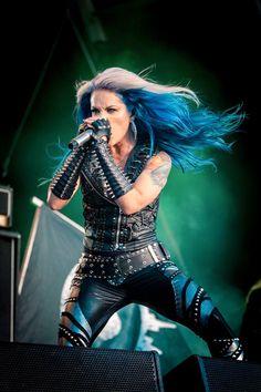 Heavy Metal Girl, Heavy Metal Music, Female Guitarist, Female Singers, Witcher Wallpaper, The Agonist, Ladies Of Metal, Alissa White, Women Of Rock