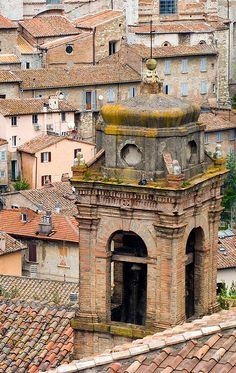 Perugia -  by spettacolopuro, via Flickr