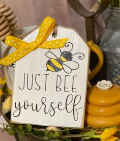 Crafts To Do, Wood Crafts, Diy Crafts, Bee Cards, Tier Tray, Dollar Tree Crafts, Bee Theme, Bees Knees, Tray Decor