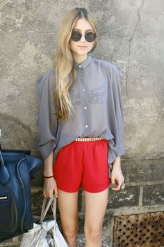I like cute, easy to wear silk shorts like these Casual Street Style, Style And Grace, My Style, Casual Outfits, Fashion Outfits, Fashionable Outfits, Red Shorts, Silk Shorts, Fashion Week
