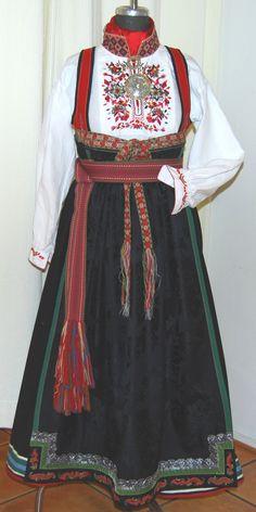 Øst Telemark Damebunad - Husflidsbutikken i Ski, A.Larsen husflid as Norwegian Clothing, Norwegian Vikings, Lace Ball Gowns, Folk Costume, World Cultures, Traditional Dresses, Folklore, Scandinavian, Knitwear