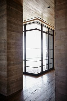 Via thecuriae Off-form concrete interior by California's Scott Mitchell Studio for a house in Malibu Black Granite Tile, Malibu Mansion, Rammed Earth Homes, East Coast Style, Scott Mitchell, House Plan With Loft, Nocturnal Animals, Studio Interior, Interior Decorating