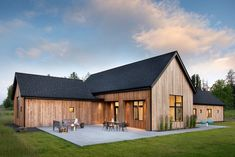 Modern Barn, Modern Farmhouse, Modern Ranch, Exterior Patio Doors, Vernacular Architecture, Residential Architecture, Architecture Courtyard, Chinese Architecture, Architecture Office