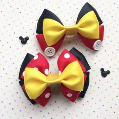 Minnie Mouse or Mickey Mouse Inspired Hair Bow によく似た商品を Etsy で探す Diy Bow, Diy Ribbon, Ribbon Crafts, Ribbon Bows, Ribbons, Disney Hair Bows, World Hair, Boutique Hair Bows, Making Hair Bows
