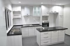 White Colour L-Shaped Kitchen Cabinet with Island