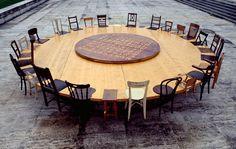 Chen Zhen : Chen Zhen, Round Table, 1995, © ADAGP/CNAP 1 / 3