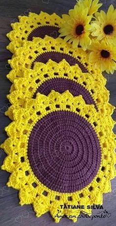 Crochet Mat, Crochet Mandala, Crochet Crafts, Crochet Doilies, Crochet Flowers, Table Cloth Crochet, Crochet Table Runner Pattern, Crochet Placemat Patterns, Crochet Square Patterns