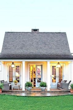 The Genteel Cottage - The Art of Living Small - Southernliving. Location: Orange, VirginiaSize: 1200 square feetDesigner: Sam BlountArchitect: Madison Spencer A couple from Connecticut moved down South with the plans to develop land in Virginias horse cou Haus Am See, Small Cottages, Cottages And Bungalows, Small Cabins, Small Farm Houses, Small Beach Houses, Modern Cabins, Country Houses, Cabins And Cottages