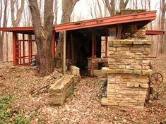 In ruins - Penfield House Art Studio, design by Frank Lloyd Wright- slanted roof with support beams and separate room and weather wall. Falling Water Frank Lloyd Wright, Frank Lloyd Wright Style, Frank Lloyd Wright Buildings, Organic Architecture, Residential Architecture, Amazing Architecture, Abandoned Houses, Abandoned Places, House Art