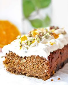 Healthy Carrot Cake Breakfast Cake - Oh My Pie! - Carrot cake, delicious and spicy. You want to taste this crap! Baking Tins, Baking Recipes, Cake Recipes, Breakfast Cake, Best Breakfast, Healthy Carrot Cakes, My Pie, Salty Cake, Cake Tins