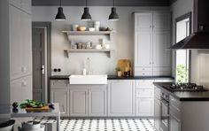 Cuisine Ikea : A traditional kitchen for modern life. A traditional kitchen for modern life. Kitchen Decor, Kitchen Inspirations, Kitchen Worktop, Ikea Small Kitchen, Home Kitchens, Modern Kitchen Cabinets, Ikea Kitchen Design, Kitchen Renovation, Trendy Kitchen
