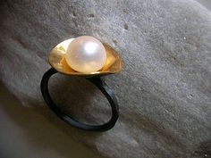 24k gold plated disc with 9mm fw pearl on oxidised sterling silver ring